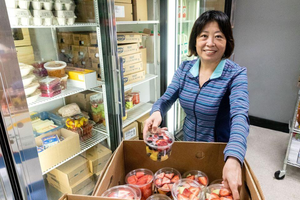 food-pantry-volunteer